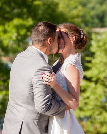 Horse and Hunt Club   Minneapolis Wedding Photography   First Kiss
