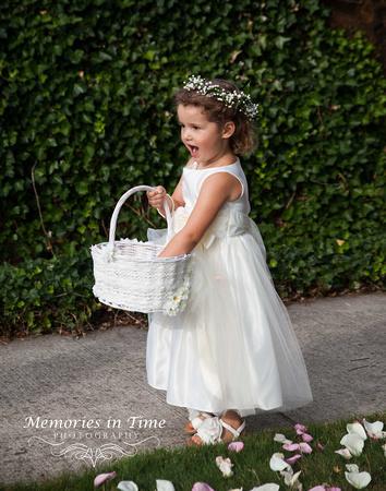 Minneapolis Wedding Photographer | Michigan Wedding Photographer | The little Flower Girl