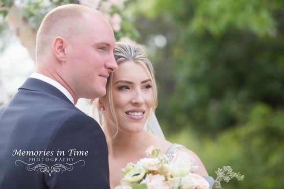 Minneapolis Wedding Photographer | Michigan Wedding Photographer | The Happy Couple