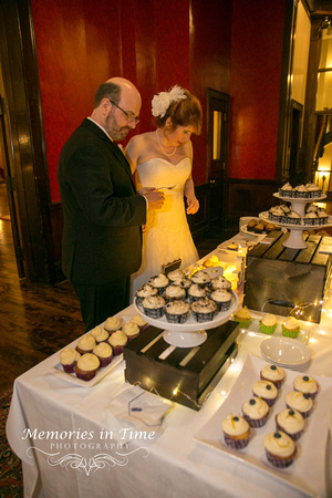 Cutting the Cake | Minneapolis Wedding Photography