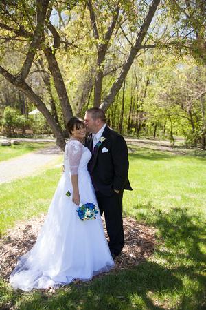 A Romantic Kiss | MN Bride
