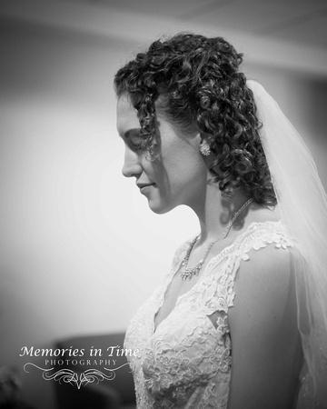 A quiet Moment | Minneapolis Wedding Photography | Grace Church, Eden Prairie Minnesota