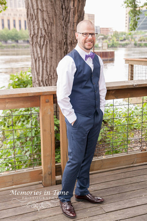 Minnesota Wedding Photographer | A Surly Brewing Company Wedding | The Groom