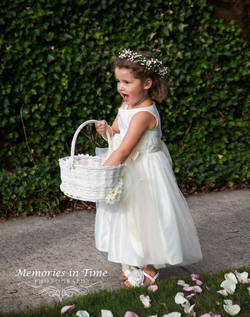 Minneapolis Wedding Photographer | Michigan Wedding Photographer | The little Flower Girl