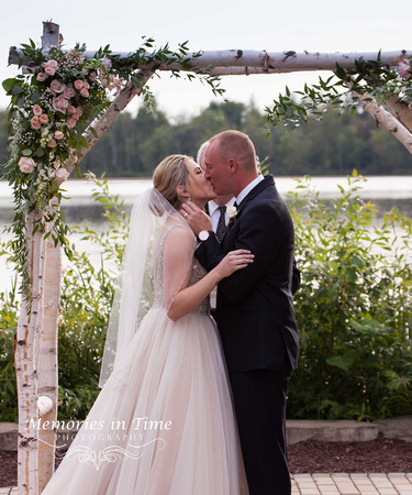 Minneapolis Wedding Photographer | Michigan Wedding Photographer | The First Kiss
