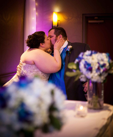 A Romantic Kiss | Minnesota Wedding