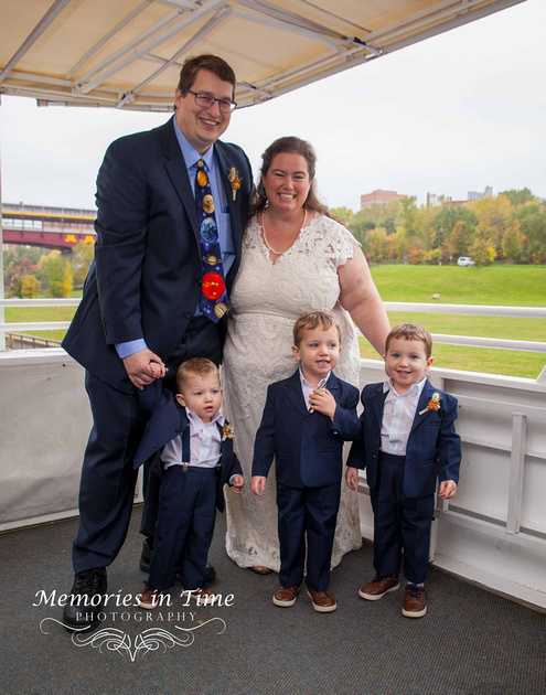 Minneapolis Wedding Photographer | Paradise Charter Cruises