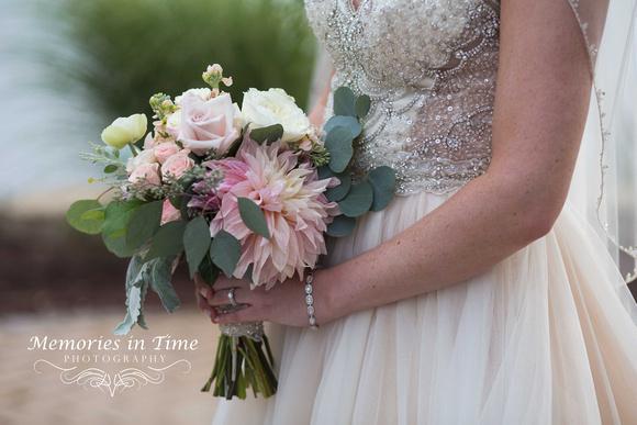 Minneapolis Wedding Photographer | Michigan Wedding Photographer | The Bridal Bouquet