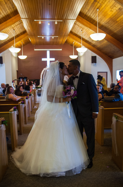 St. Paul Wedding Photographer | Kiss